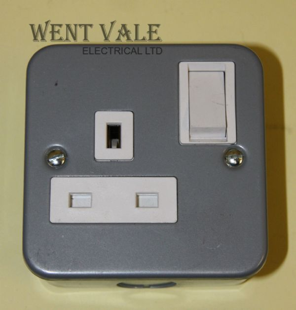Tenby Metalclad - 7018MC - 13a One Gang Switched Surface Socket Un-used